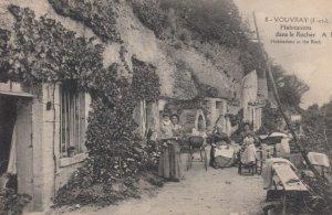 Vouvray-sur-Loir (Sarthe), France, 1900-1910s ; Habitations dans le Rocher