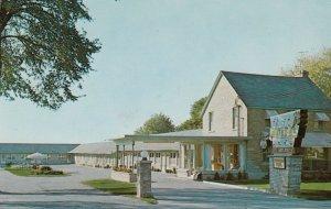 NIAGARA FALLS , Ontario, Canada, 1950-60s ; Clover Leaf Motel