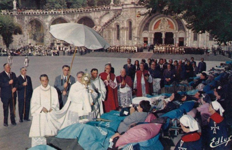 LOURDES, Hautes Pyrenees, France, 1973 ; Benediction des Malades