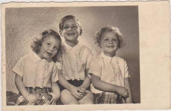 RP: Portrait of Precocious Siblings - Brother w/ 2 Younger Sisters in Matchin...