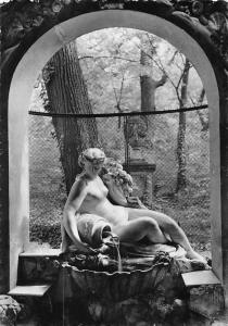 Vienna Schoenbrunn The Beautiful Well Fountain Statue, Der Schoene Brunnen