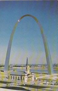Gateway Arch And The Old Cathedral Saint Louis Missouri