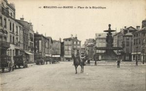 CPA Chalons-sur-Marne - Place de la Republique (131959)