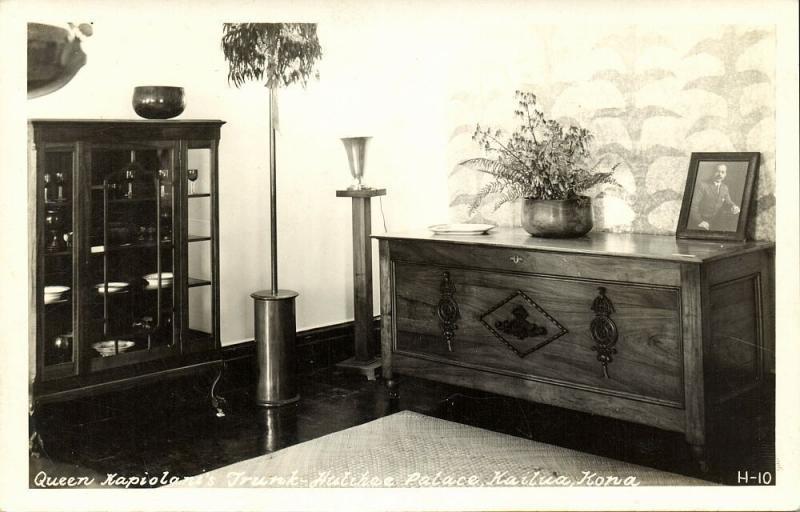 hawaii, KAILUA, Hulihee Palace, Queen Kapiolani's Trunk (1940s)