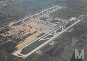 Luftaufnahme des Baugelaendes Starten und Landen in Muenchen Flughafen