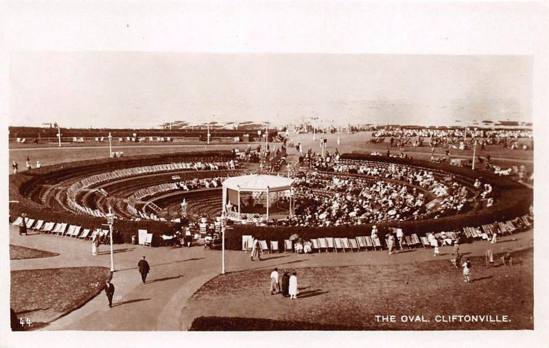 CLIFTONVILLE KENT UK THE OVAL WITH OCTAGONAL BANDSTAND PHOTO POSTCARD
