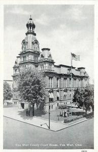 Van Wert OH~Van Wert County Court House~Men Under Shade Tree~1942 Postcard