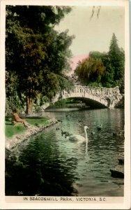 Vtg Postkarte RPPC Beacon Hill Park Victoria BC Swans Unbenutzt Gowen Sutton Unp
