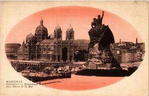 CPA MARSEILLE Cathedrale et Monument Aux Heros de la Mer (403480)