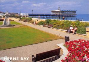 Postcard The Promenade and Pier , Herne Bay, Kent, by J. Salmon Ltd H39
