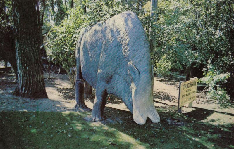 CALGARY , Alberta , Canada, 50-60s, Zoo , St Georges Island, TITANOTHERUM Statue