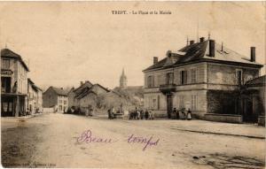 CPA  Trept - La Place et la Mairie   (247293)