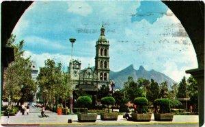 CPM AK Monterrey. Plaza Zaragoza, Catedral y Cerro de la Silla. MEXICO (661926)