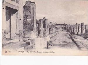 Italy Pompei Via dell'Abbondanza e fontana pubblica
