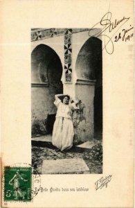 CPA AK Geiser 41 La belle Ourida dans son intérieur ALGÉRIE (705489)