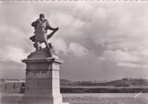 Statue de Jacques Cartire Saint Malo France