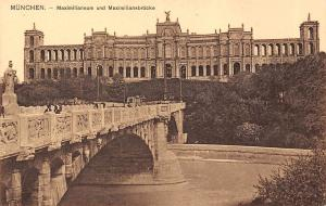 Muenchen Maximilianeum und Miximiliansbruecke Bridge River Statue