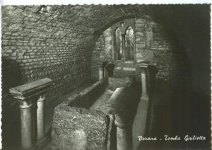 Italy, Verona, Tomba Giulietta, unused real photo Postcard