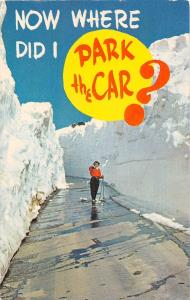 SNOW SKIER IN SNOW ALLEY COMIC POSTCARD 1960s NOW WHERE DID I PARK MY CAR?