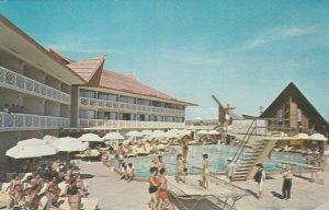 MIAMI BEACH , Florida , 50-60s ; The Castaways Resort Motel, Pool