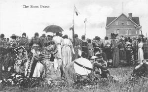 Native Americana~The Sioux Dance~Indians Gathered to Watch~Backsides~1907 B&W PC