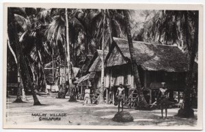 Real Photo Postcard Natives in a Malay Village in Singapore, China~107535