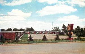 Minot North Dakota~The Walsh Motel on 17th Ave~Gene & Cuba Walsh~1950s Postcard