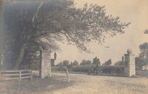 RP; Entrance to KENILWORTH , Indiana , 1900-10s ; Car on Sheridan Road
