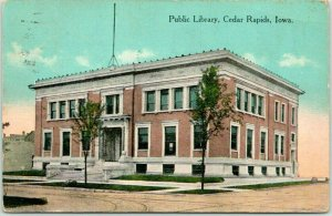 Cedar Rapids, Iowa Postcard Public Library Building / Street View 1917 Cancel