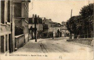 CPA St-CYR-l'ÉCOLE - Rue de l'École (657672)