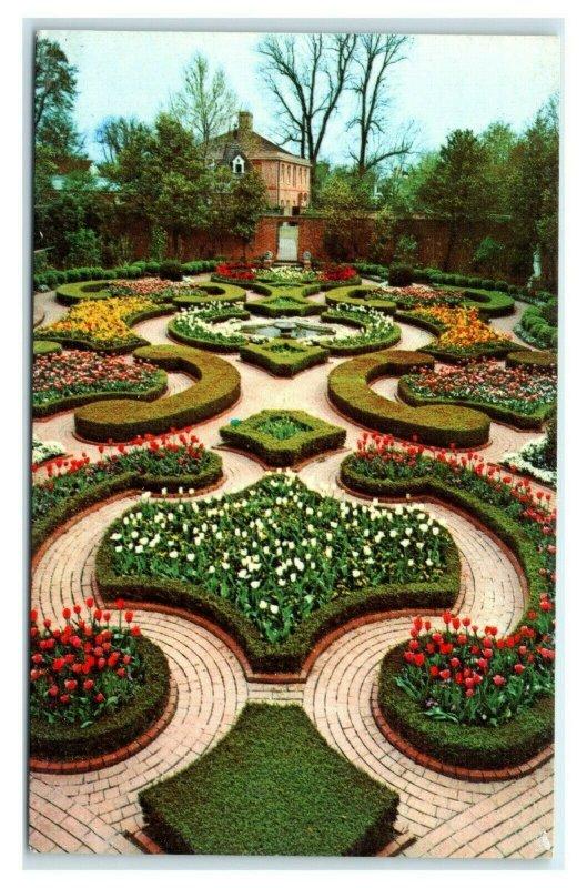 Postcard Tryon Palace, New Bern NC - Latham Garden L2