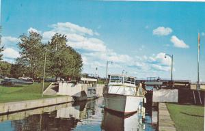 OTTAWA , Ontario , 40-60s ; The Rideau Canal and Lock
