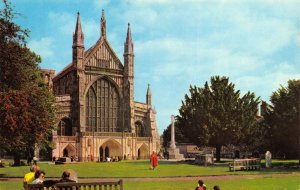 Vintage Hampshire Postcard, The West Front, Winchester Cathedral HP0