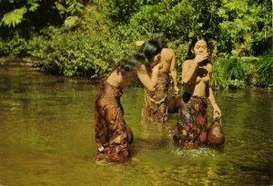 malay malaysia, SARAWAK BORNEO, Native Nude Dayak Girls in River (1960s) KC-7474