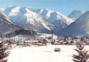 Oberstdorf Allgaeu Skidorf mit Gr Krottenkopf Kirche Berg Winter