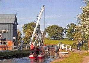 Llangollen Canal Wrenbury Lift Bridge Boat Cyclist Postcard