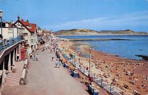 The Promenade and Golden Cap Lyme Regis Promenade Beach Plage