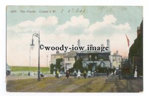 h1470 - Isle of Wight - Children on Cowes Parade, by the Marine Hotel - Postcard