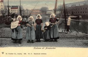 Netherlands Kinderen uit Arnemuiden Traditional Costumes Postcard