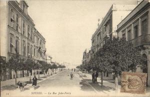 CPA Tunisie Sousse La Rue Jules-Ferry (32051)