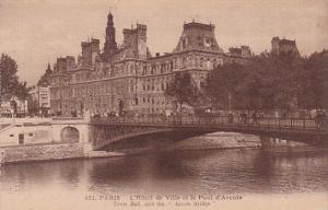 France Paris L'Hotel de Ville et le Pont d'Arcole