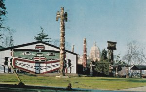 VICTORIA, British Columbia, Canada, PU-1957; Thunderbird Park, Indian Totem P...