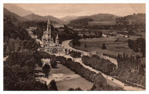 13702    Lourdes   La Basilique et l'esplanade