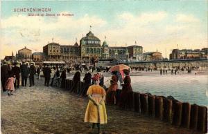 CPA SCHEVENINGEN Gezicht op Strand en Kurhaus NETHERLANDS (604892)