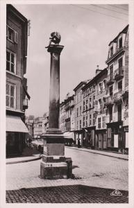 RP: EPINAL , France , 1910-20s ; La Fontaine Pinau et la rue Rualmenil