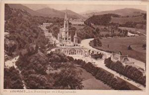 France Lourdes La Basilique et l'Esplanade