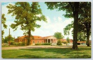 Jackson MS~University of Mississippi~Alumni House~1950s Cars~Station Wagon