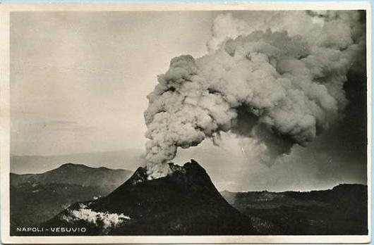 Italy - Naples, Mt. Vesuvio Volcanic Eruption   *RPPC
