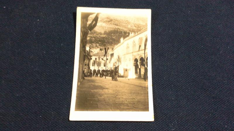 Cavanders Ltd Cigarette Card No 19 Peeps In To Many Lands Street Scene Dubrovnik