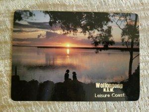 WOLLOGONG,AUSTRALIA AT NIGHT.LEISURE COAST.VTG USED POSTCARD*P13